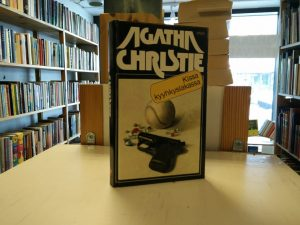 Christie, Agatha - Kissa kyyhkyslakassa