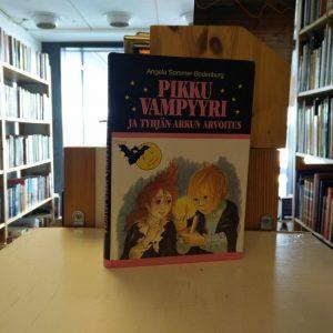 Angela Sommer-Bodenburg - Pikku Vampyyri ja tyhjän arkun arvoitus