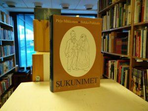 Sukunimet (Pirjo Mikkonen, Sirkka Paikkala)