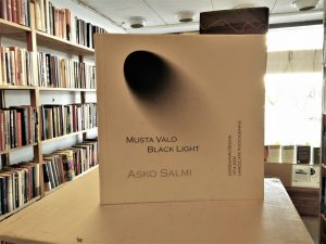 Musta Valo / Black Light - Maisemavalokuvia 1974-2000 Landscape photographs (Asko Salmi)